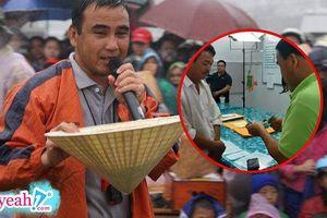 Đoạn clip giấu kín bao năm: Quyền Linh trút hết tiền túi giúp người nghèo trong hậu trường