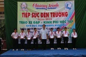 Tiền Giang: Tặng xe đạp và dụng cụ học tập cho học sinh nghèo hiếu học