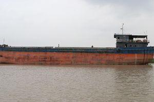 Tàu thủy chết máy va chạm vào gầm cầu An Thái