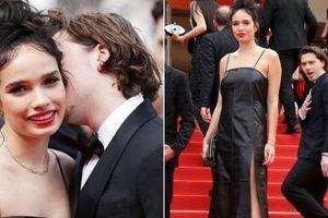 Brooklyn Beckham đắm đuối bên bạn gái trên thảm đỏ Cannes
