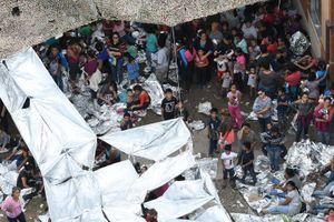 Hiện trạng sinh hoạt thiếu thốn của Trại di cư Biên phòng Hoa Kỳ từ trên cao
