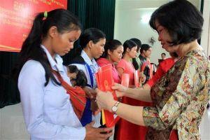 Trao Quyết định nhập quốc tịch Việt Nam cho 17 người Lào ở Kon Tum