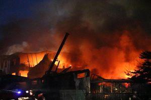 Cảnh sát PCCC 3 tỉnh, thành dập đám cháy ở Bình Dương