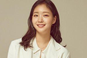 Nhan sắc đẹp lạ của nữ chính đóng cặp cùng Lee Min Ho trong phim mới