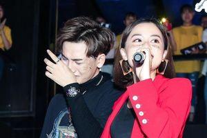 Quán quân Giọng hát Việt bật khóc nói về 2 năm đi hát không có hit