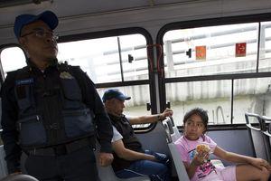 Người Mexico sắm điện thoại di động giả để đánh lừa kẻ cướp