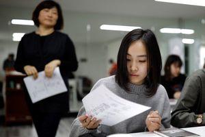 Học sinh Nhật Bản phản đối quy định tóc đen, thẳng của nhà trường