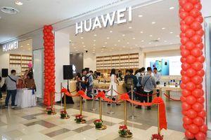 Google 'nghỉ chơi' Huawei: Người tiêu dùng, doanh nghiệp bất an