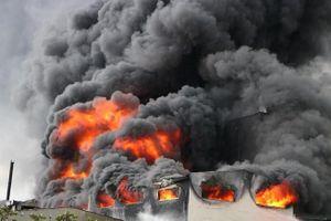 Bình Dương: Cháy lớn trong Khu công nghiệp Việt Hương