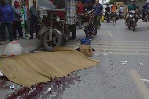 Hà Nội: Xe ba gác chở hàng lật nghiêng đè một người tử vong
