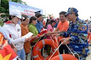 Vùng Cảnh sát biển 3 đồng hành với ngư dân Côn Đảo