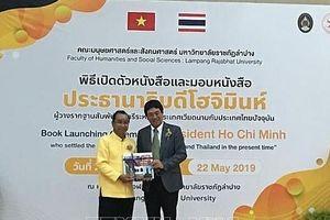 Thái Lan phát hành và tặng sách về Chủ tịch Hồ Chí Minh