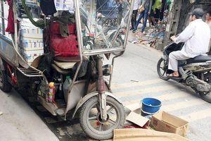 Kinh hãi xe ba bánh đè chết người ở Hà Nội