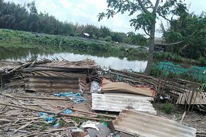 Long An: Mưa lớn kèm giông lốc khiến 28 căn nhà hư hỏng nặng