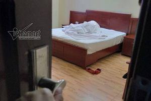 Giám đốc tuổi 50 rụng rời phát hiện vợ dùng đồ chơi tình dục