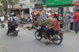 Hà Nội: Va chạm với xe ba bánh, người đàn ông đi xe máy tử vong tại chỗ