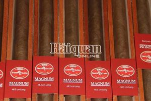 Cận cảnh lô xì gà dài nửa mét ở sân bay Nội Bài