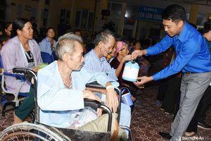 Hoạt động giúp đỡ người nghèo ở các địa phương