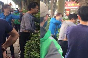 Bị sờ ngực khi đi xe buýt ở Hà Nội, người phụ nữ túm cổ và đấm kẻ bệnh hoạn