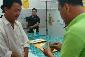 Clip chưa bao giờ công bố: 'MC nông dân' Quyền Linh từng nhiều lần móc sạch tiền trong ví tặng người nghèo