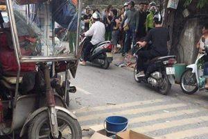 Hà Nội: Xe ba bánh lật nghiêng đè một người tử vong