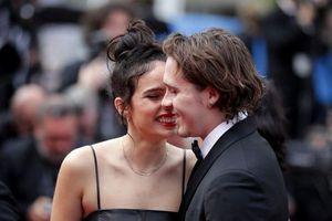 Cậu cả nhà Beckham dự LHP Cannes cùng bạn gái