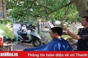 Bình dị nghề cắt tóc vỉa hè