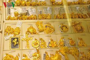 Giá vàng trong nước và thế giới tiếp tục đà giảm