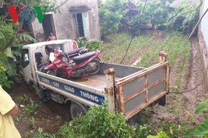 Xe cảnh sát giao thông mất lái tông nhà dân khiến một người bị thương