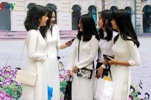 Xúc động lễ chia tay tuổi học trò của học sinh lớp 12 Hà Nội