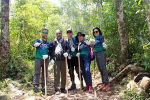 Xem dân văn phòng chinh phục đỉnh Ky Quan San cao 3046m
