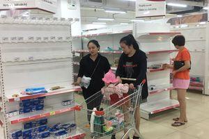 Auchan xả hàng, khách nói 'mua vì tâm lý đám đông'