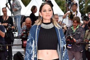 'Bông hồng Pháp' Marion Cotillard diện crop-top khoe eo tại Cannes