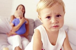 7 điều giúp cha mẹ không phải đau đầu khi trẻ có thêm em