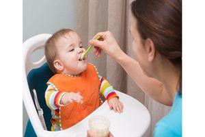 7 sai lầm cha mẹ thường mắc phải khi cho con ăn