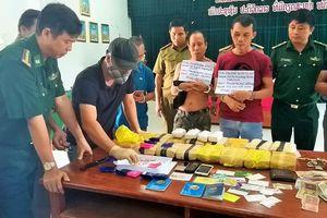 Chặn đứng 100.000 viên ma túy khi cách cửa khẩu Lao Bảo 1 km