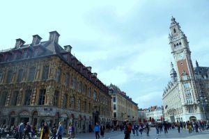 Người Việt lạc trôi giữa chợ sách cũ trong tòa nhà 400 tuổi của Pháp