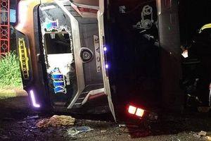 Xe khách lật ngang trên Quốc lộ 1A, nhiều người thương vong