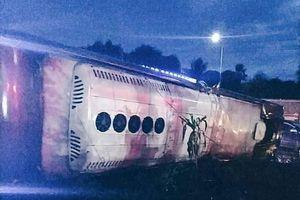 Đồng Nai: Lật xe khách, 19 người thương vong