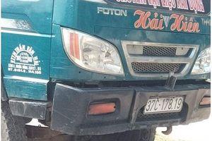 Người đàn ông đi chặt ngô thuê tử vong dưới bánh xe tải