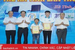 Trao thưởng 35 thí sinh đạt giải Hội thi Tin học trẻ Hà Tĩnh
