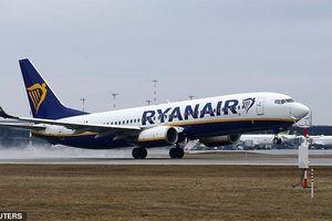 Hành khách lên cơn đau tim tử vong trên máy bay