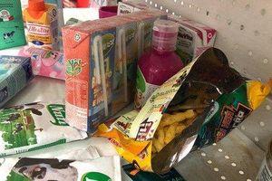 Chùm ảnh đáng xấu hổ về siêu thị Auchan bị 'tàn phá' trong ngày giảm giá