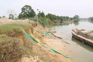 Quảng Trị: 'Cát tặc' lộng hành xuyên đêm trên sông Hiếu