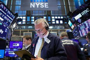 Xuất hiện mối lo thương mại mới, chứng khoán Mỹ sụt điểm