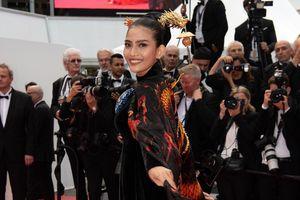 Không hở như Ngọc Trinh, Trương Thị May vẫn nhận được chú ý ở Cannes