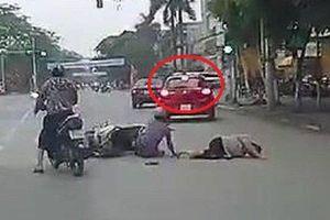 Clip: Nữ tài xế vượt phải, luồn lách như xe máy, gây tai nạn thót tim ở Thái Bình