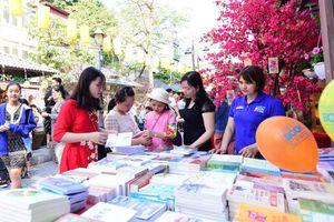 'Bữa tiệc sách' cho những người yêu văn học