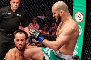 Cú thúc gối knock-out đối thủ 'tàn độc nhất' lịch sử MMA