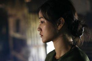 Phản ứng của nữ diễn viên đóng cảnh nóng khi phim 'Vợ ba' bị dừng chiếu